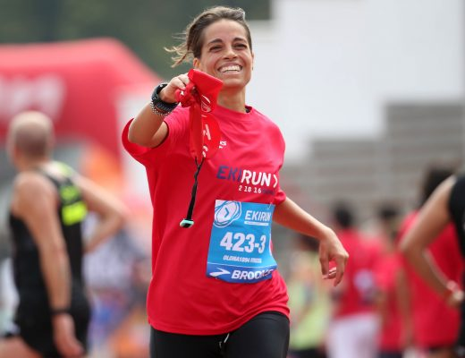 Una ragazza impegnata nella  Ekirun, la maratona corsa in staffetta, che ha preso il via questa mattina dall'arena Civica di Milano e  a cui hanno partecipato pi di mille runners, 2 October  2016. ANSA / MATTEO BAZZI