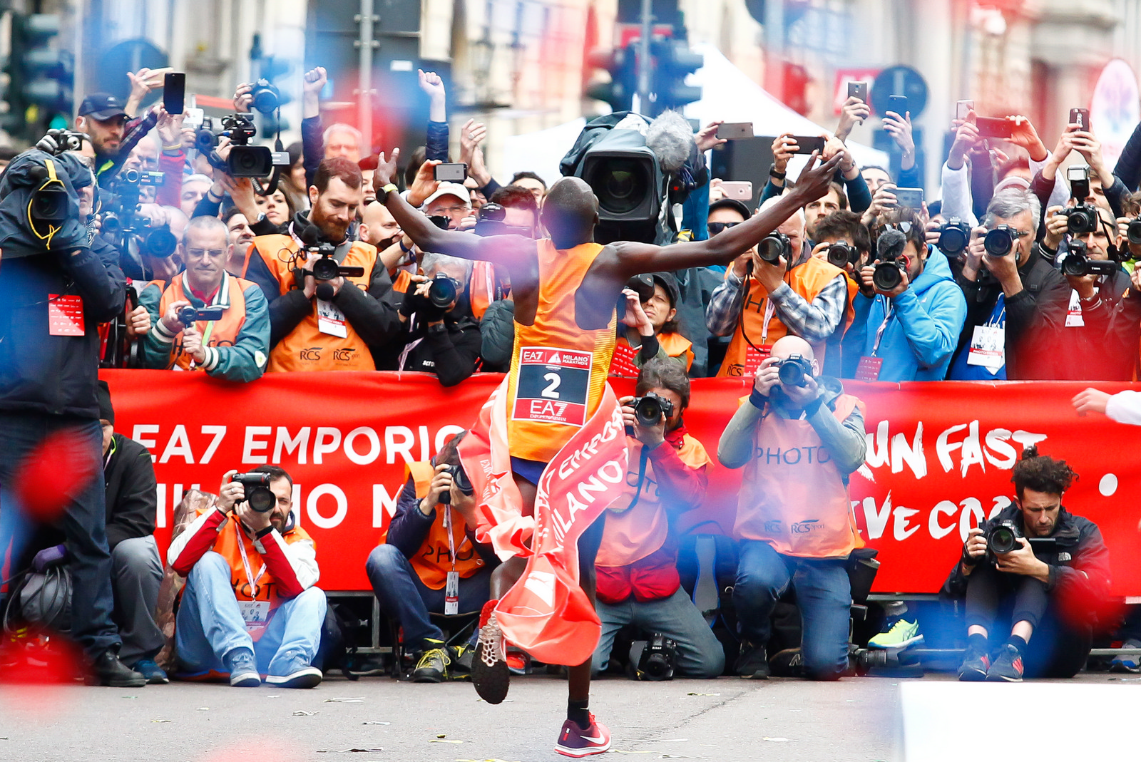 Foto  LaPresse/  Spada  02-04-2017, Milano sport Milano Marathon EA7 Emporio Armani nella foto:  Edwin Koech vincitore della maratona Photo LaPresse/ Spada 2017-04-02, Milan Milano Marathon EA7 Emporio Armani In the picture: Edwin Koech